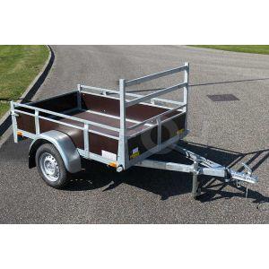 """Aanhangwagen 225x132 (lxb bak), 750kg bruto (575 netto), laadvloerhoogte 54cm, Bruin betonplex borden met vastzetrail, banden 13"""", enkelas"""