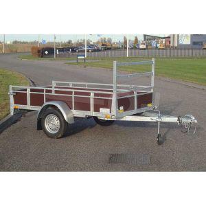 """Aanhangwagen 307x157 (lxb bak), 750kg bruto (520 netto), laadvloerhoogte 54cm, Bruin betonplex borden met vastzetrail, banden 13"""", enkelas"""