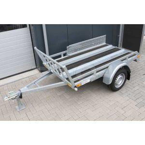 """Motortrailer voor 1 of 2 motoren 220x132 (lxb bak), 750kg bruto  (590 netto) laadvloerhoogte 54cm, vlakke vloer met railing, banden 13"""", enkelas"""