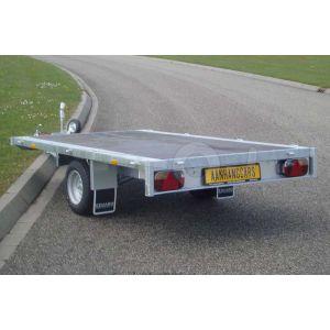 Plateauwagen 260x150, bruto 1350kg (1110 netto), laadvloerhoogte 56cm, geheel vlak (geen borden), Banden 195/55R10, enkelas