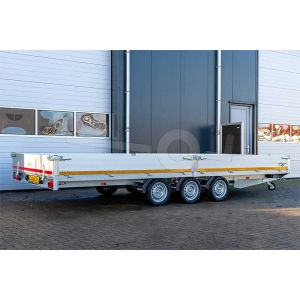 Multitransporter drieasser 456x220, bruto 3500kg (ca. 2587 netto), laadvloerhoogte 56cm, 40cm aluminium borden, lier en oprijplaten, banden 195/55R10, 3 x 1350kg as