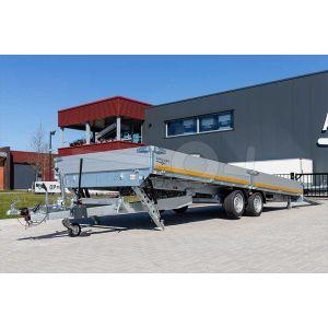 Zijaanzicht multitransporter Eduard 506x220cm bruto totaalgewicht 3000kg laadvloerhoogte 56cm type 5022-4-AOB30-300-J-56 met gekantelde laadbak