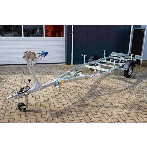 """Sportboottrailer basic kantelbaar 550x170 (lxb), bruto 750kg (550 netto), met glijplanken pakket (ook voor schroefas), banden 13"""", enkelas"""