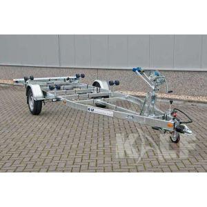 Enkelasser sloeptrailer Kalf Basic 1300-57 afmeting 570x190cm met een bruto laadvermogen van 1300kg (950 netto)