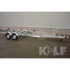 Tandemasser sportboottrailer Kalf Basic 2700-82 afmeting 820x230cm met een bruto laadvermogen van 2700kg (2025 netto)