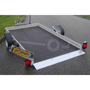 """transporter voor kleine voertuigen,hydraulisch zakbaar,  250x156,  bruto1350kg (1018 netto), vloerhoogte 42cm, oprijhoek 6º, 15cm aluminium borden, banden 13"""", enkelas"""