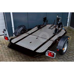 Cochet Duo verlaagbare motortrailer opvouwbaar, 235x137cm, bruto 750kg 506kg netto), laadvloerhoogte ca 45cm, kleur zwart, enkelas ongeremd, banden 155/80R13