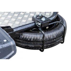 Reservewiel met houder gemonteerd op Cochet Uno motortrailer