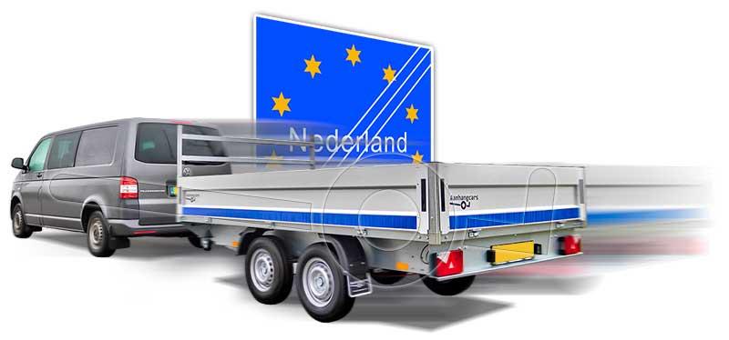 Auto met aanhanger verlaat Nederland