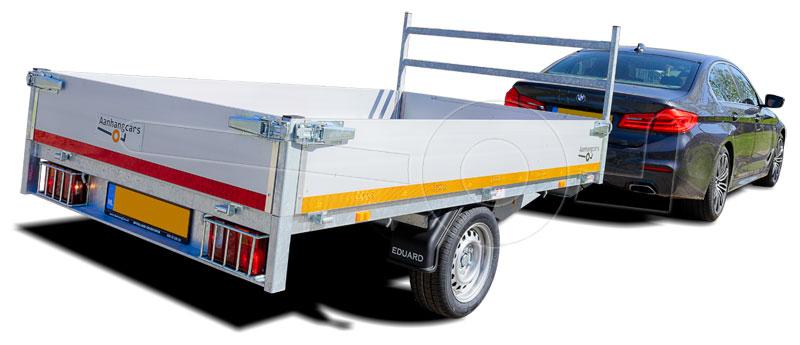 Personenauto met enkelas plateauwagen