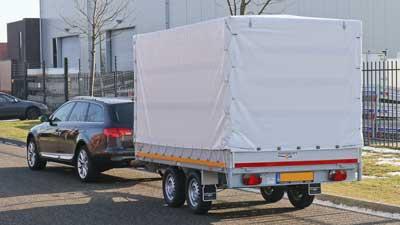 Auto met geremde tandemas huif aanhangwagen voor rijbewijs B+