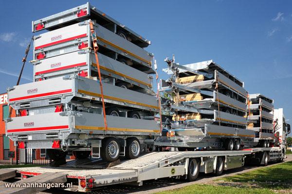 Eduard Trailers aanhangwagens geladen op trailer van vrachtwagen
